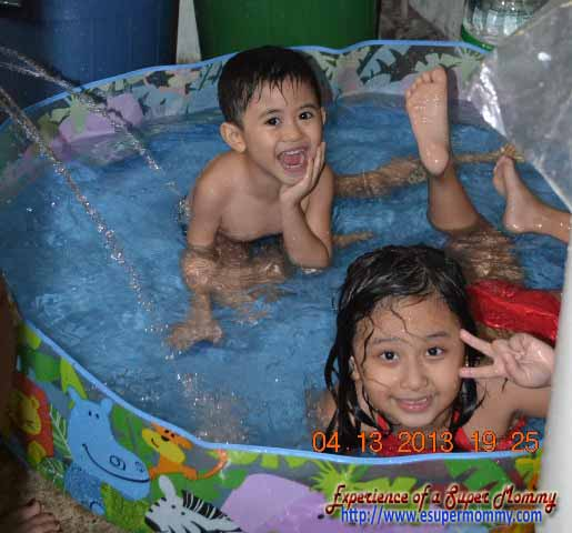 Plastic swimming pool for kids